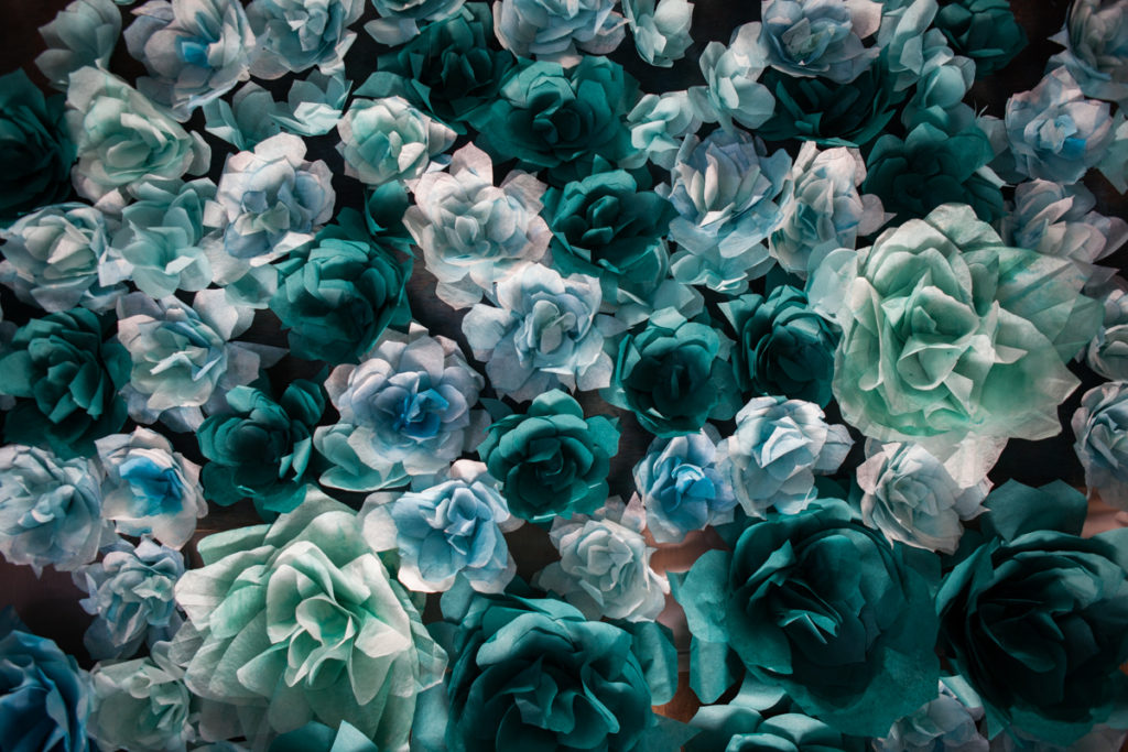 Paper art - tissue paper flowers & watercolor - Sophie Ferjanie - la selection